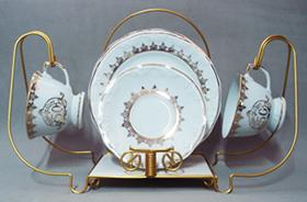http://www.porcelanasmisumi.com.br/suporte_jogo_lanche_ouro_link.jpg