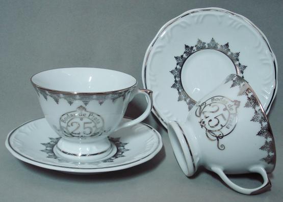 http://www.porcelanasmisumi.com.br/xicara_cha_schmidt_bodas_prata_link.jpg
